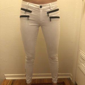 Michael Korda white skinny jeans